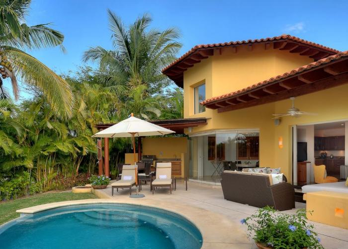Casa Sabbais oneof the few split level 4 bedroom detached villas in Las Palmas. Near the 4th fairway of the Jack Nicklaus Signature Pacifico Golf course, where you can see the famous 'Tail of the Whale' island green,Casa Sabbaembodies Punta Mita's open-air lifestyle.Guests are just a 5 minute walk to the Pacifico Beach Club, which is only...