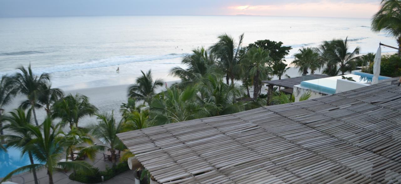 Condo Pacifico